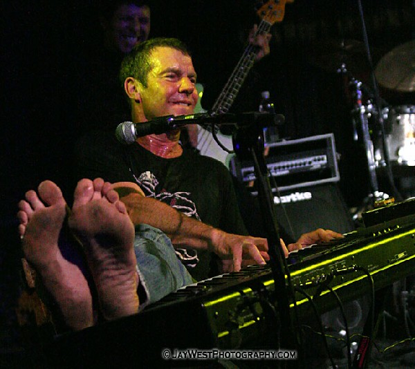 Dennis Quaid Great Balls of Dirty Feet