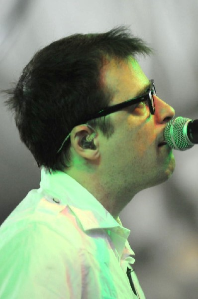 Weezer at Stubb's BarBQ, Austin, Texas 06/07/11 - photo by Jeff Barringer
